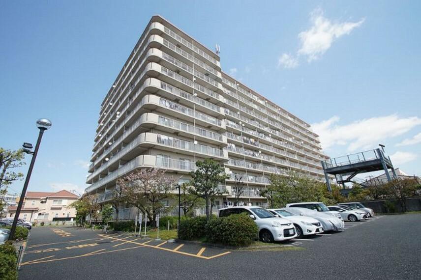 外観写真 北助松駅徒歩7分。高陽小学校560m。11階建て6階部分・洋室ばかりの3LDK。ペット可(条件付き)