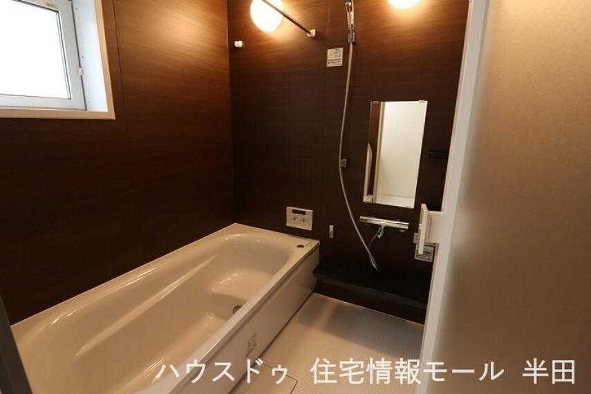 浴室 お子様と一緒にバスタイムを楽しめる広々とした浴室。~洗濯物も乾かすことが出来る浴室乾燥機付~