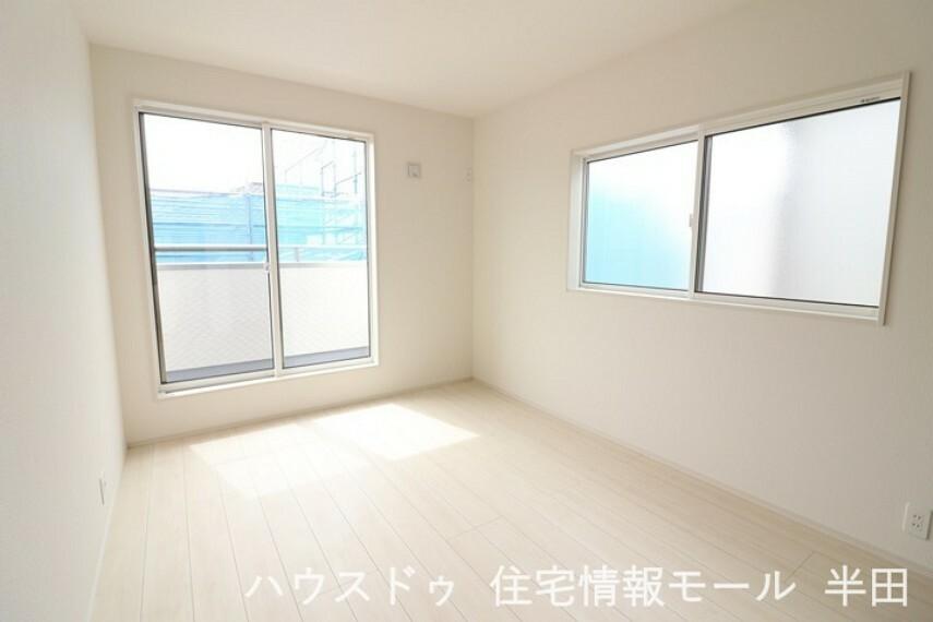 洋室 2階6帖洋室 バルコニーに面した居室です。