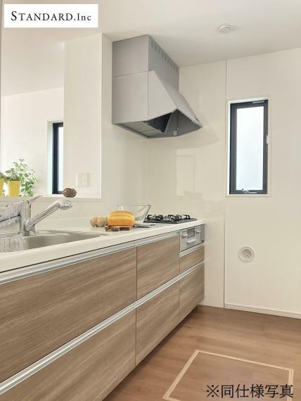 同仕様写真(内観) 【同仕様写真】システムキッチン・浄浄水器一体型シャワー水栓・床下収納