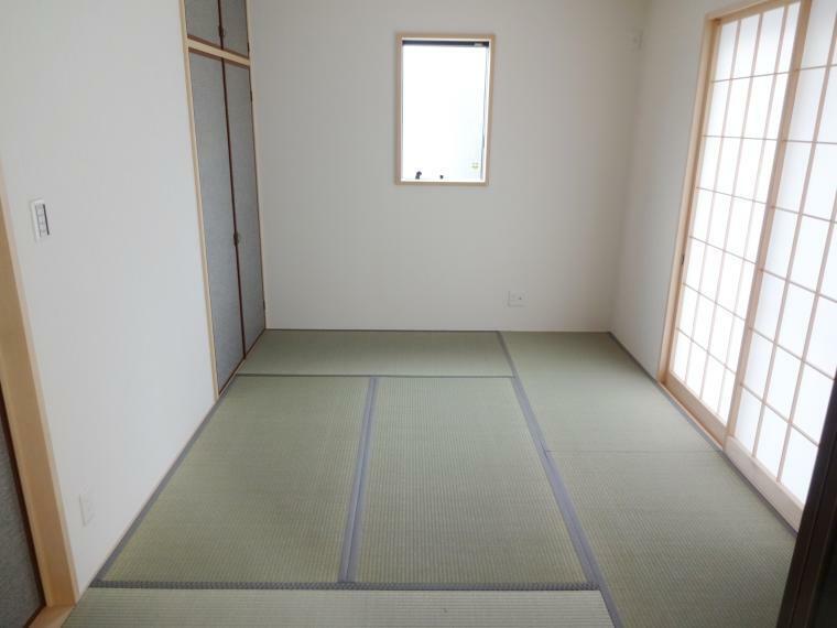 同仕様写真(内観) 井草の香りが心落ち着く「和室」も標準仕様でご対応可能です。