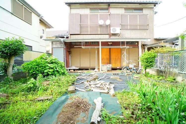 現況写真 現在、古家がございますが更地にしてお引渡し予定です。解体費が掛からないのでご予算が組みやすいですね。