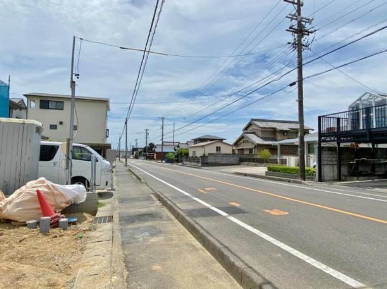 現況写真 ●前面道路(撮影2021年8月)●