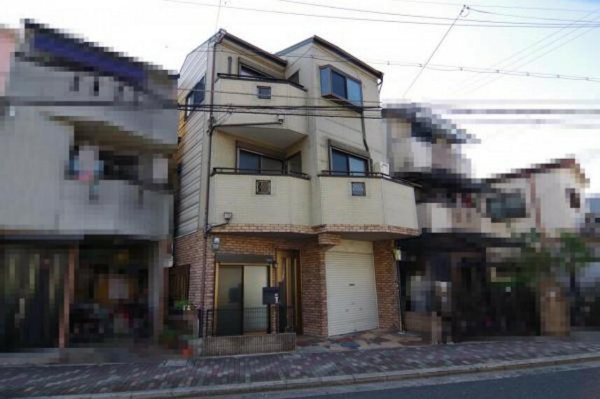 外観写真 2001年10月建築 3LDKの3階建です。
