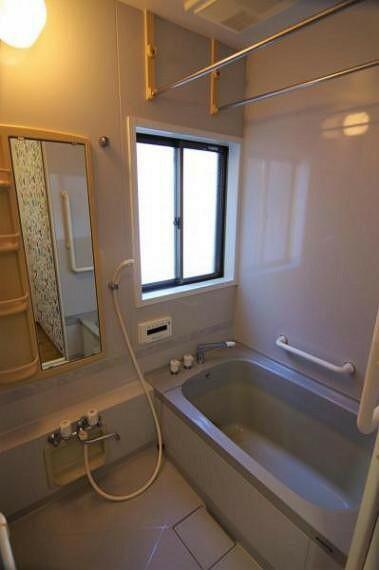 浴室 ゆったりとした浴室です。浴室乾燥暖房機有り