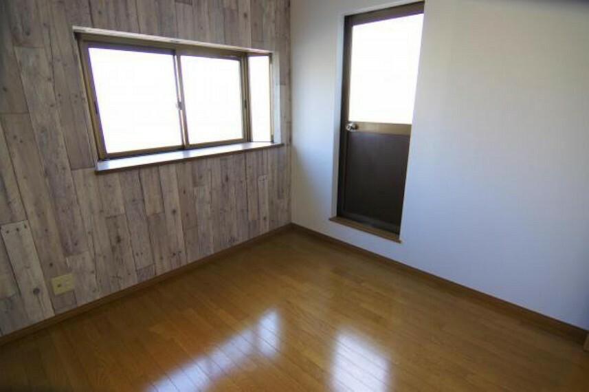 洋室 3階洋室はアクセントクロスがお洒落なお部屋です。