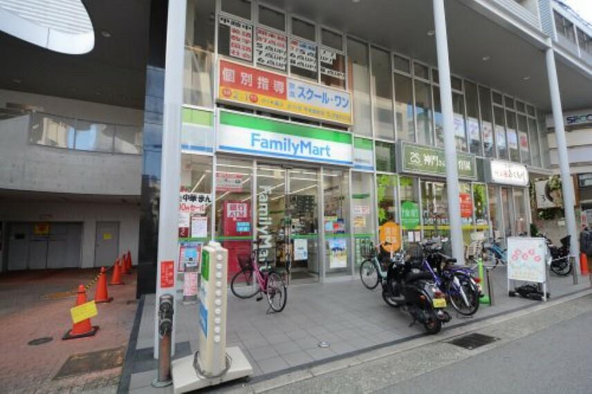 コンビニ 【コンビニエンスストア】ファミリーマート甲東園駅前店まで118m