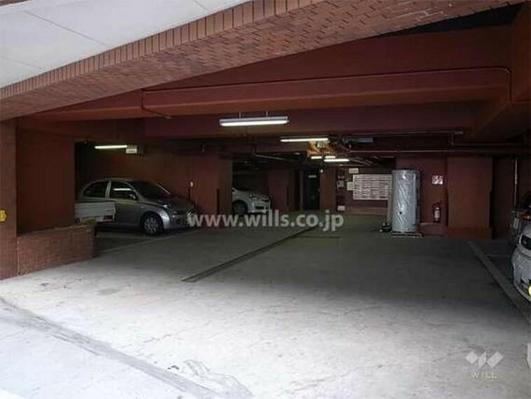 現況写真 屋内の駐車場。