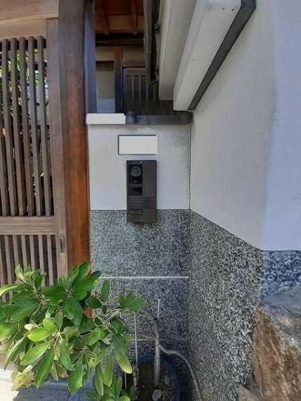 TVモニター付きインターフォン モニターで来客者を確認できるので、安心です!
