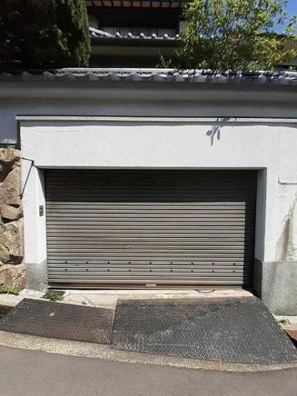 駐車場 掘り込み式車庫完備!