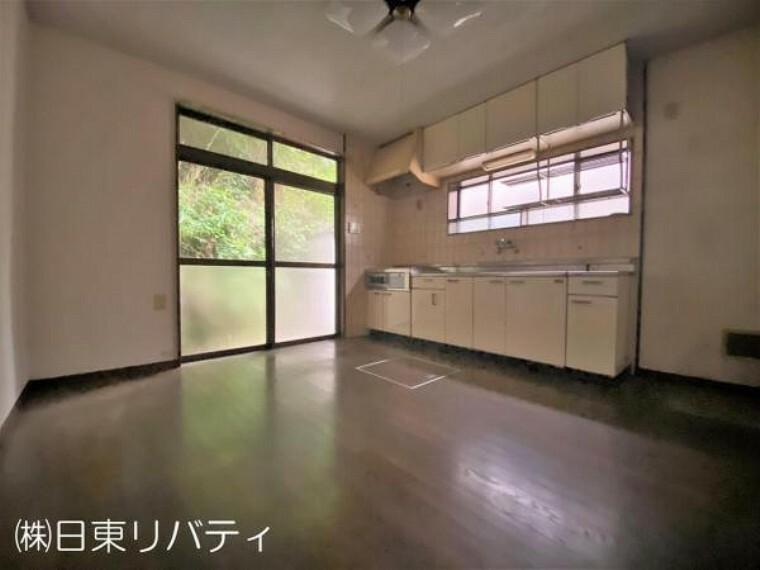 キッチン キッチンには床下収納があります。