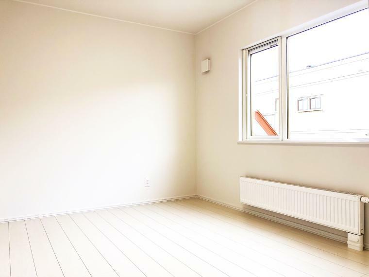 洋室 【洋室Bイメージ】 2階の洋室はそれぞれ6畳あり、ベットや机を置いても広々使えるゆとりの広さ。