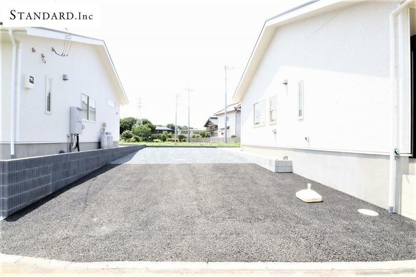 現況写真 【現地全体写真】駐車3~4台可能(車種によります)
