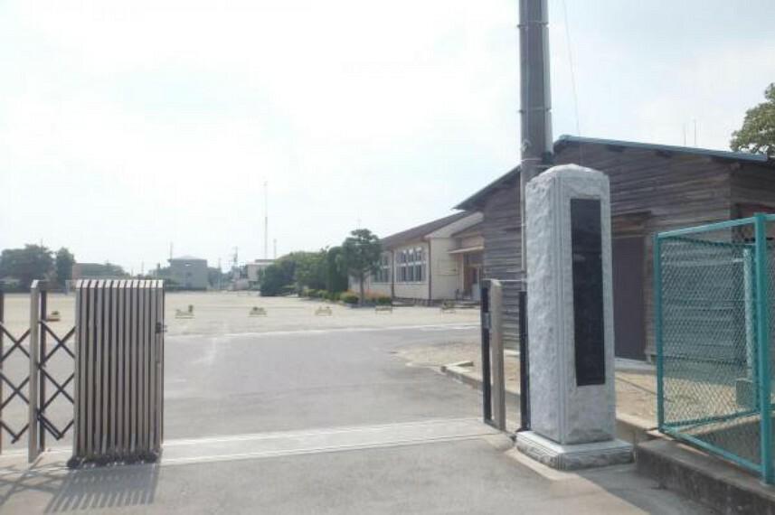 小学校 紫塚小学校まで約1.7km(徒歩22分)多くな道路道で通えるので、安心ですね。