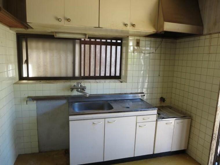 キッチン 【リフォーム中】現状のキッチンです。対面式のシステムキッチンに新品交換予定です。