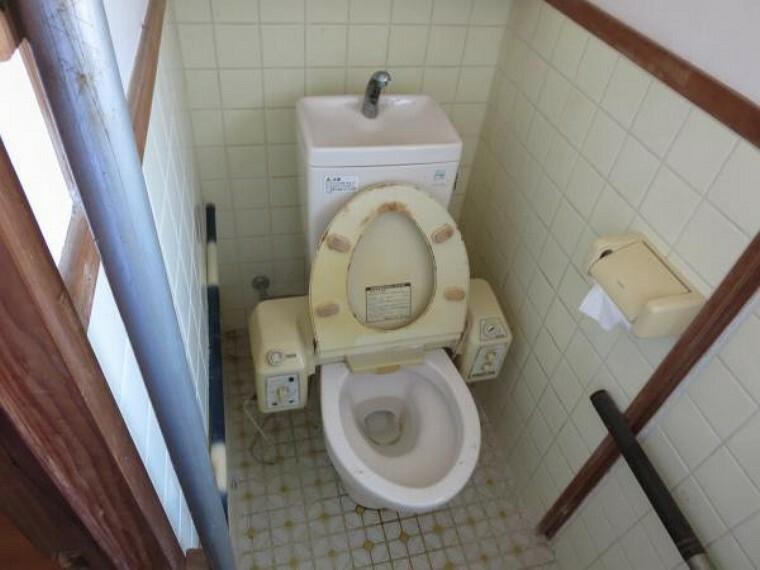 トイレ 【リフォーム中】現状のトイレです。便器を新品交換予定です。