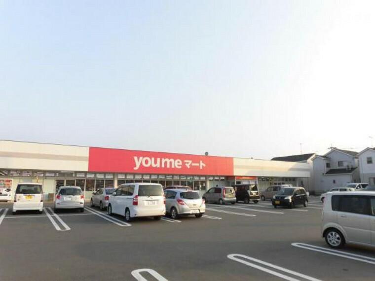 スーパー 当物件より1.2km(車で3分)先にゆめマート津屋崎店があります。生鮮食品や日用品が揃っており、毎日のお買い物に便利ですね。
