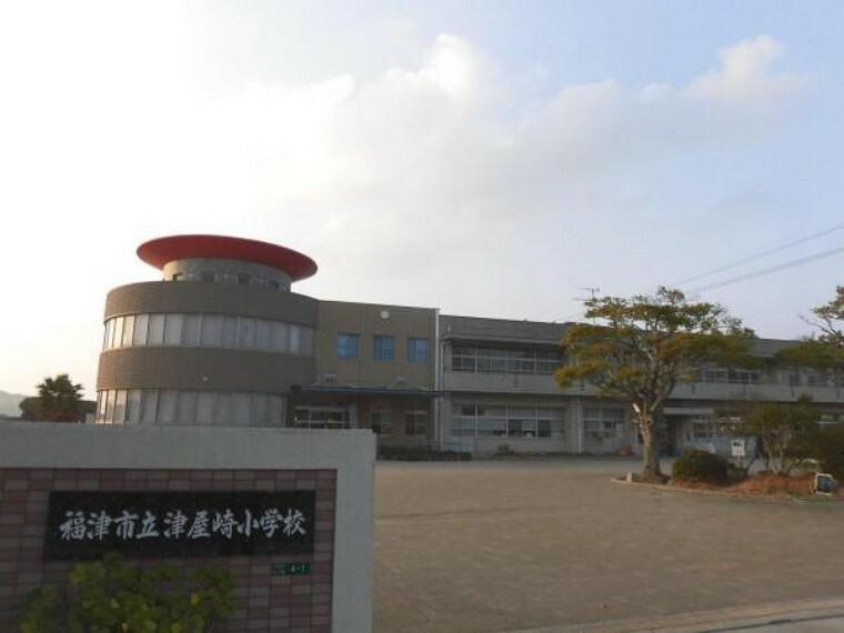 小学校 当物件より1km(徒歩13分)先に津屋崎小学校があります。徒歩圏内だと低学年のお子様の登下校も安心ですね。