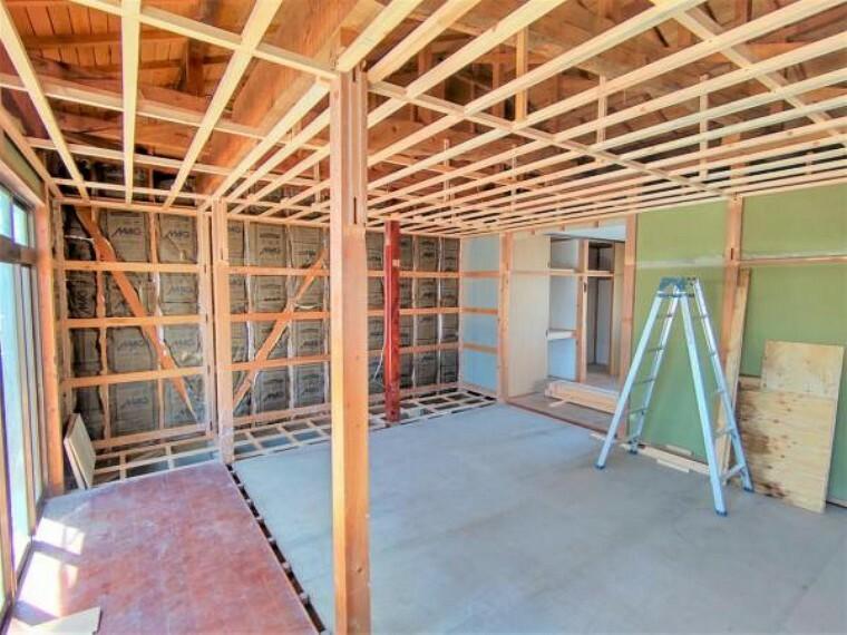 和室 【リフォーム中】LDKに変更する予定の和室です。天井からやり替えるので、新しい雰囲気にガラッと変わります。