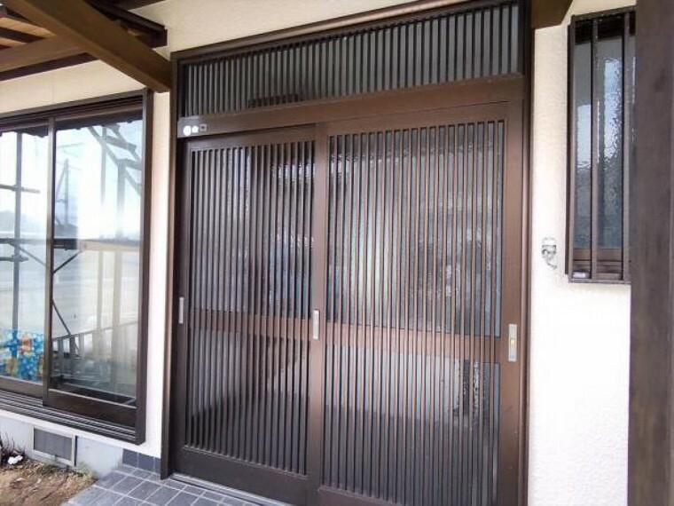 玄関 (リフォーム中写真7/25撮影)玄関は鍵の交換を予定しています。シリンダーごと交換し、以前の鍵はあわなくなりますので安心して生活できますよ。