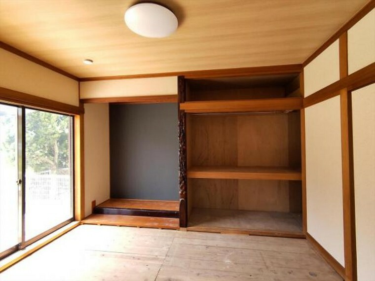 (リフォーム中写真7/18撮影)1階の6畳和室は天井・壁のクロスを貼り替えし、畳を表替え、障子と襖を貼替予定です。