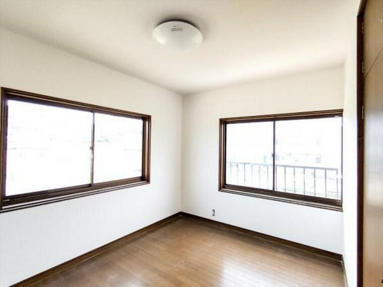 (リフォーム中写真7/18撮影)2階の東側6帖洋室は天井・壁のクロスを貼り替え予定です。