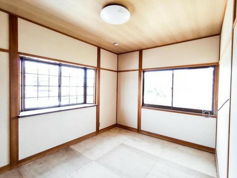 (リフォーム中写真7/18撮影)2階6畳和室は天井・壁をクロス貼りにし、畳を表替え予定です。寝室にすればイグサの匂いにいやされて心地よい眠りにつけそうです。