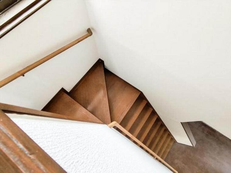 (リフォーム中写真7/18撮影)階段には新たに手すりと滑り止めを設置予定です。小さなお子様、ご年配のかたも安全に昇降できるように配慮しています。