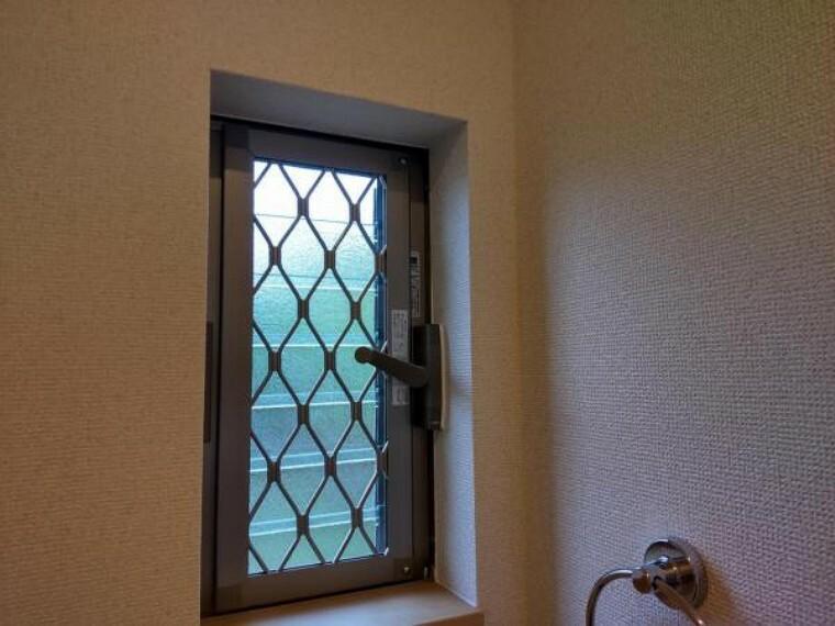 トイレ 【リフォーム済】1階トイレの窓は新品に交換しています。