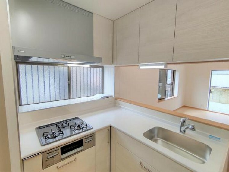 キッチン 【同仕様写真】 キッチン  キッチンはハウステック製のL型システムキッチンに新品交換予定。 収納は引き出し式で、大きなお鍋やフライパンもすっきり片付きます。