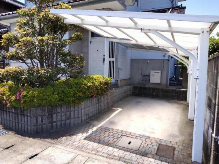駐車場 【リフォーム中】 駐車スペース 花壇を解体し、駐車スペースを拡張することで停めやすくなります。並列1台と横付け1台で合計2台停めれます。