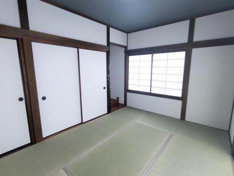 【リフォーム済】 1階6帖の和室です 畳は表替えし、ふすまを張り替えました。  イグサの香りに癒される、居心地の良いお部屋に仕上げました。