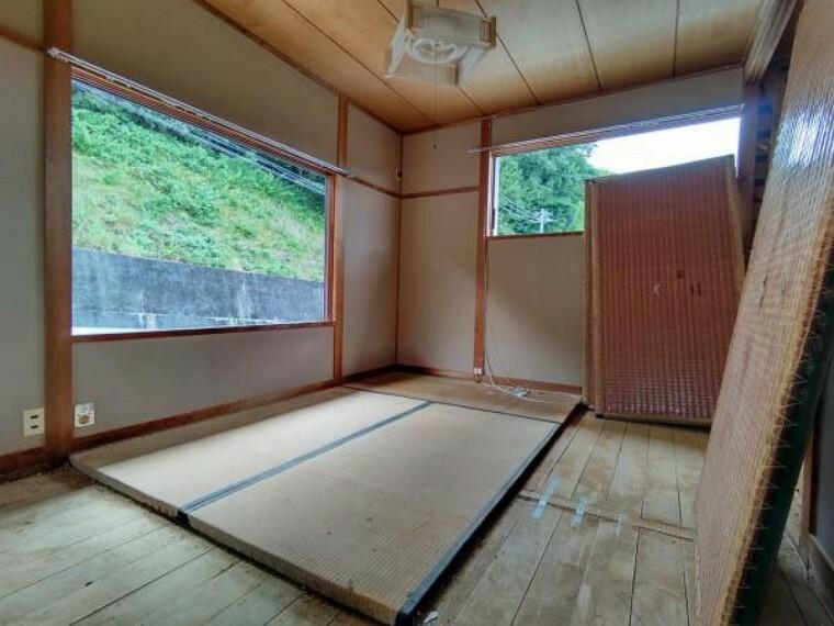 【リフォーム中】2階の6畳の和室は天井・壁のクロス、畳表替え、襖張り替えを行います。ごろりと横になれる和室は1部屋あると嬉しいですね。