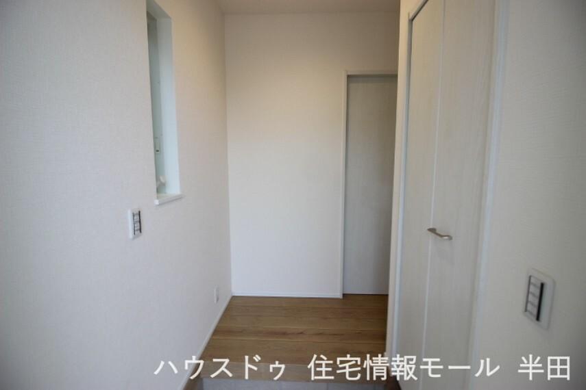 玄関 しっかりと空間を分けられる扉付きのシューズインクローゼット付