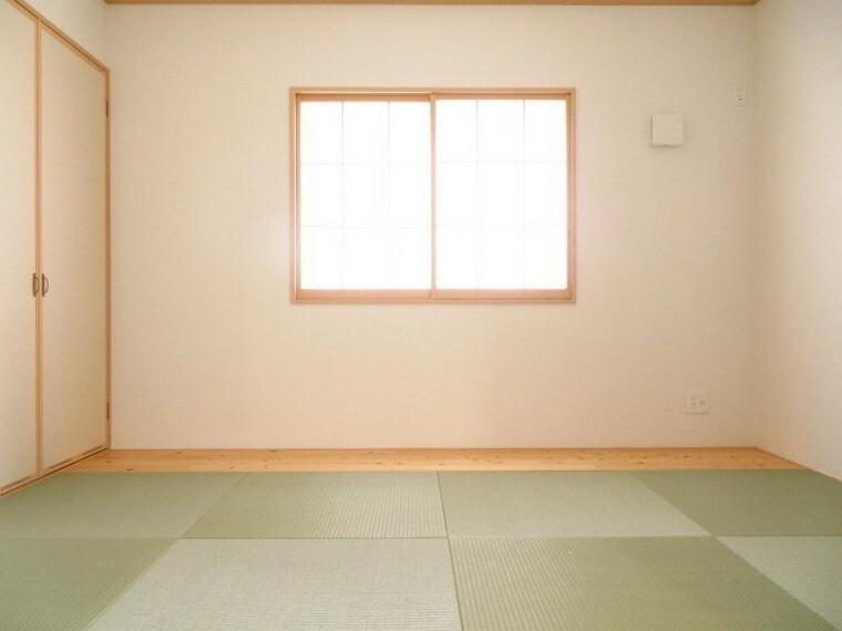 和室 5帖和室:リビングに隣接する和室。お子様の遊び場やお昼寝、来客用の寝室にと多様な用途で使えます。 (2021年6月3撮影)