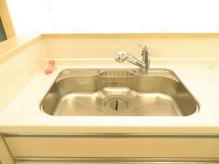 キッチン 大きな鍋も洗いやすい、ステンレスシンク。 (2021年5月28撮影)