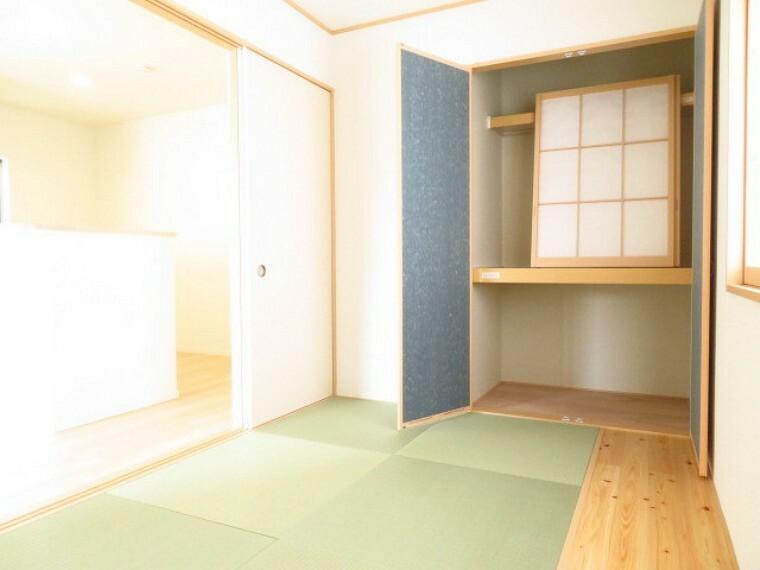収納 5帖和室:布団や座布団を収納したり、下段はお子様のおもちゃ置き場としても重宝します。