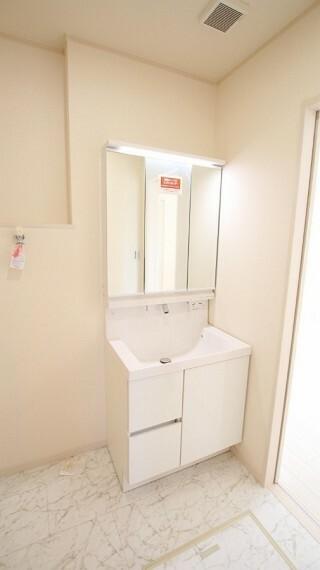1階2階ともに洗面台があり、朝の身支度もスッキリです。