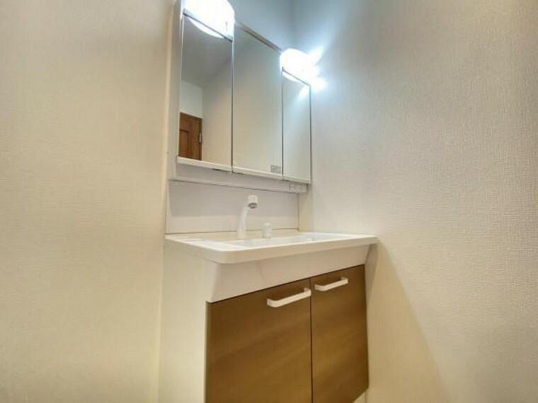 洗面化粧台 清潔感と機能性を備えたパウダールームです。