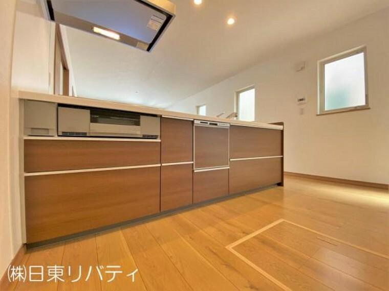キッチン 対面式キッチンは時短家事に嬉しい食洗機付き。