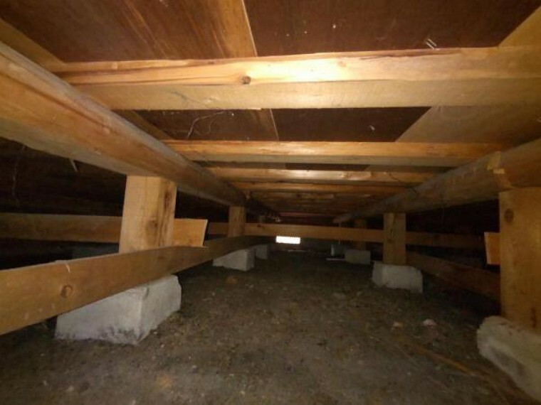 中古住宅の3大リスクである、雨漏り、主要構造部分の欠陥や腐食、給排水管の漏水や故障を2年間保証します。その前提で床下まで確認の上でリフォームし、シロアリの被害調査と防除工事も行います