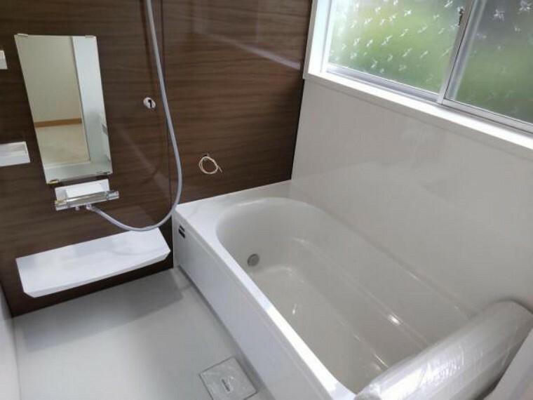 浴室 【リフォーム済】1坪タイプのタカラスタンダード製ユニットバスに新品交換しました。1坪の広々した浴槽で、お子様やお孫さんと一緒にお風呂を楽しんでください。