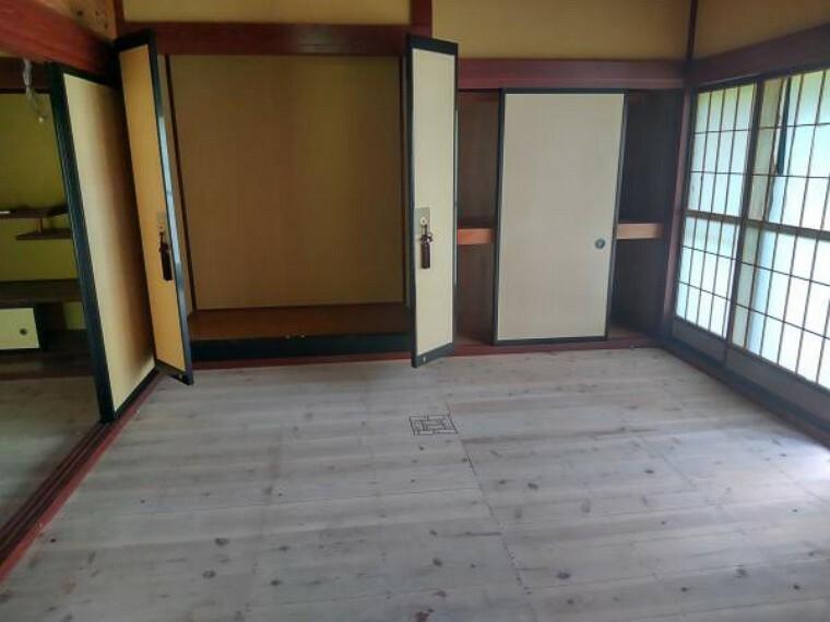 和室 仏間のある和室8畳です。畳新設、障子襖張替え、照明器具交換します。
