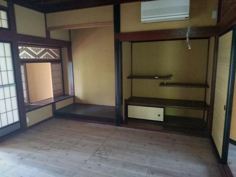 和室 床の間のある和室8畳です。畳新設、障子襖張替え、照明器具交換します。