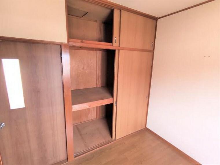 【リフォーム中】2階洋室5.5帖収納です。0.5間の収納を新設し、居室の空間を拡張する予定です。枕棚やポールもつくので便利ですね。