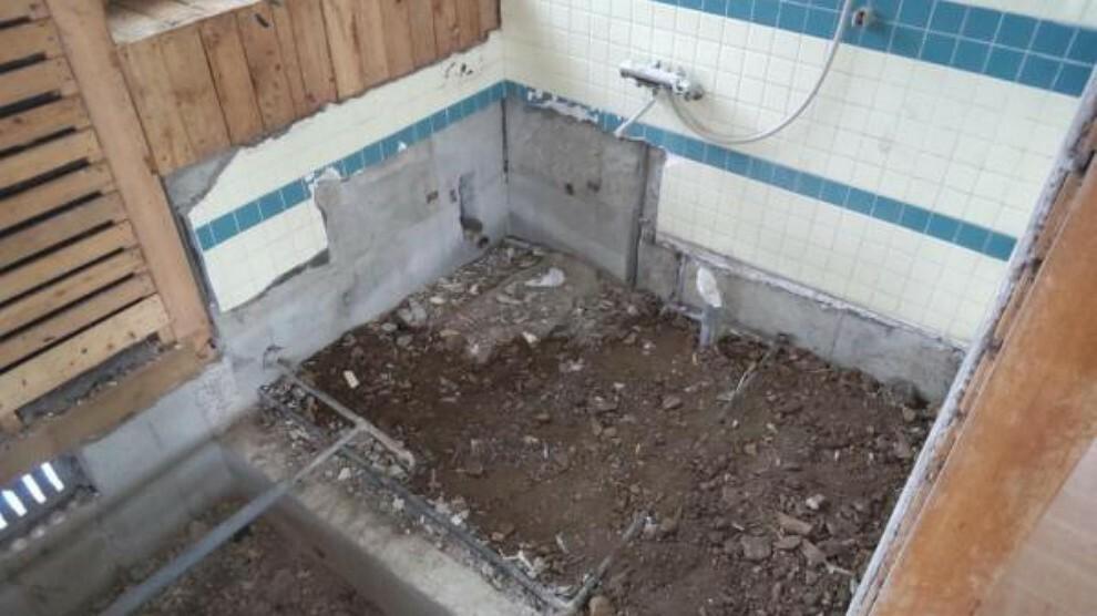 浴室 【リフォーム中】既存浴室は解体し新品のユニットバスに交換します。1坪サイズに交換するのでゆったり入浴できます。