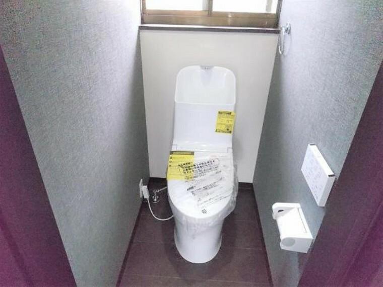 トイレ 【リフォーム済】トイレももちろん新品交換済みです。直接お肌に触れる部分なので、新品だと嬉しいですね。便座は温度調整ができるので、寒い冬場でも安心して利用できます。