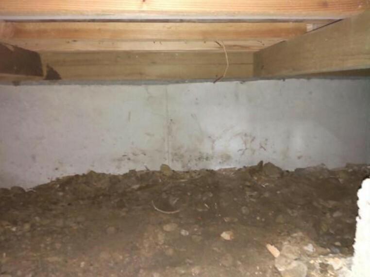 中古住宅の3大リスクである、雨漏り、主要構造部分の欠陥や腐食、給排水管の漏水や故障を2年間保証します。その前提で屋根裏まで確認の上でリフォームし、シロアリの被害調査と防除工事もおこないました。