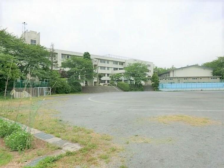 中学校 稲城市立稲城第二中学校まで約700m