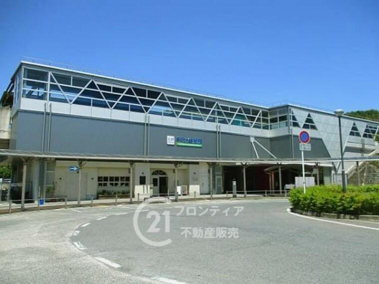 近鉄けいはんな線「学研北生駒駅」まで徒歩約12分(約960m)